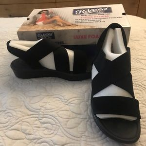 NWT Sketchers Bumblers Black Sandals